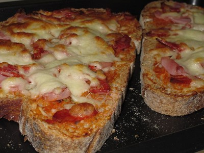 Llescas de pan Pizza